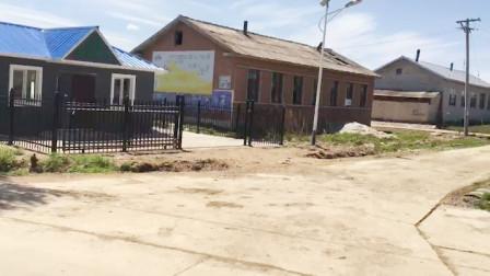 上山采蒲公英经过几十户的鲜族村,为什么村子只住几户人家,怪了