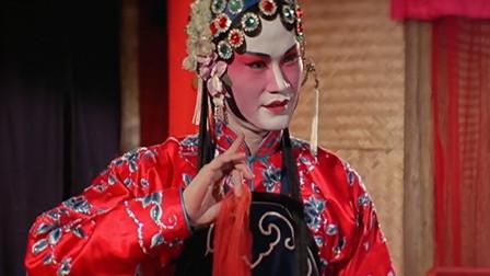 英叔不仅会抓鬼还会唱戏,装扮太惊艳,让观众以为是女人
