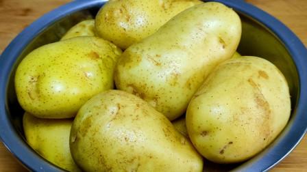 土豆最好吃的做法,加2个鸡蛋搅一搅,一次5斤不够吃,真解馋