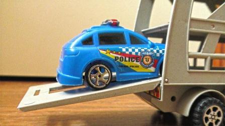 大卡车运送炫彩塑料小汽车玩具