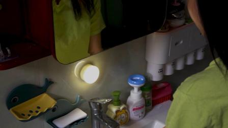 家里多备几个人体感应灯,晚上起来上厕所也不怕黑了,方便