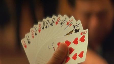 玩扑克摸到这种好牌,谁知才出一张牌就输了,张家辉洗牌真是邪门