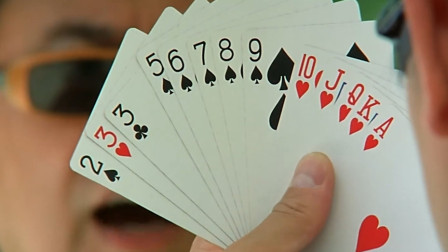 赌徒抓了一副大顺牌,怎料对手全是对子,输得太憋屈了