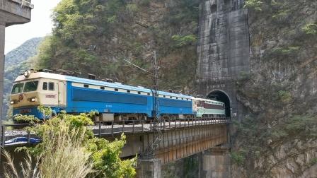 成局西段SS4G7214+SS34291货列通过凌云壁