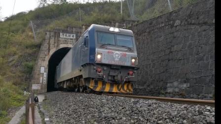 成局成段HXD3C0174牵引客车T8868次出乃托隧道