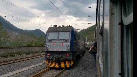 客车5619进越西会成局成段HXD3C0152牵引客车T8864次