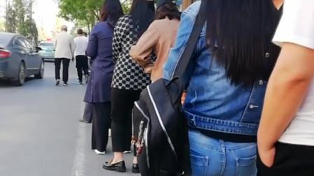 辽宁大范围接种新冠肺炎疫苗市民接种点排队领号等候 接种信息可以这样查询