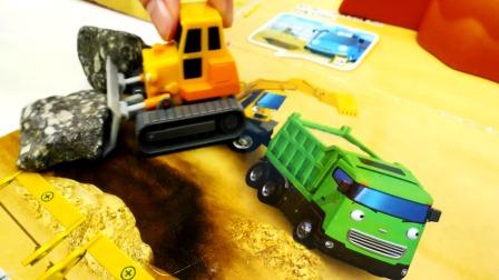 小汽车和工程车出车库玩游戏真棒