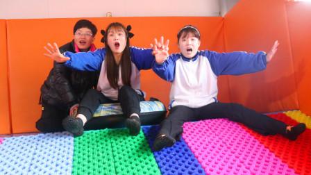 """游乐园3:傻妞闭着眼玩""""七彩滑道"""",好玩又刺激,你们玩过吗?"""