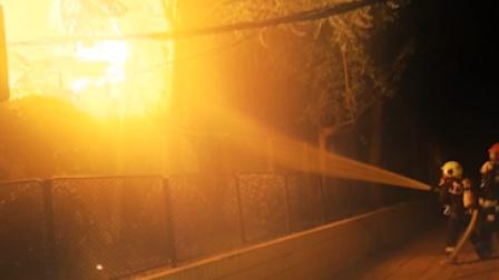 北京一居民楼深夜大火 致一死一伤