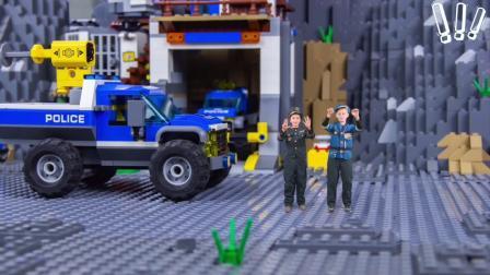 工人们组装成了一辆警车去追小偷