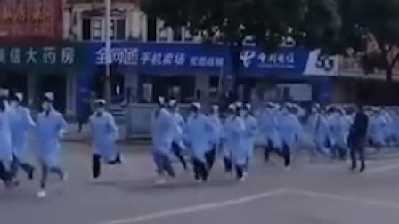 安徽六安260名学生 跑着去支援核酸检测