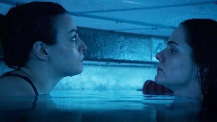 姐妹俩为捡钻戒,被老头困在泳池24小时,绝境下如何逃生?