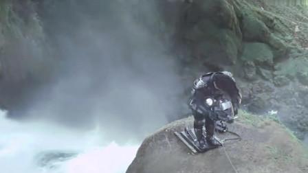 成龙艺高人胆大,几百米的瀑布说跳就跳,大气都不喘一下的!