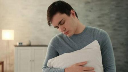 为何年轻人睡眠质量差?医生直言:睡前少做这些件事,睡眠会转好