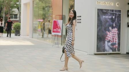 白色斑点紧身裙,搭配粗跟鞋,都市女性的穿搭风格