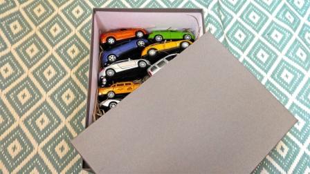 彩色的金属轿车越野车玩具展示