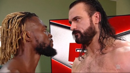 WWE RAW1461期中文回放:女双冠军重战赛雷金纳现身 里德尔单挑伍兹
