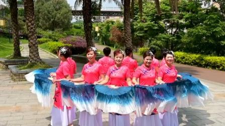 队伍变形扇子舞,辣妈们一定练了很久太惊艳了