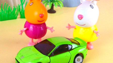 小羊苏西羡慕小猪佩奇爸爸的超级跑车