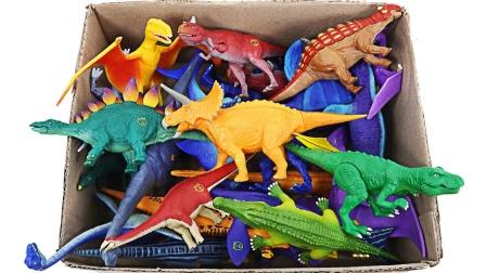 展示侏罗纪时期的彩色小恐龙玩具