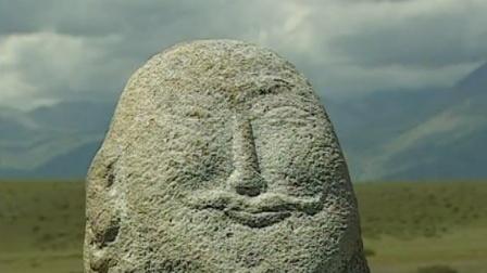 新疆天山巨型脸谱石像之谜