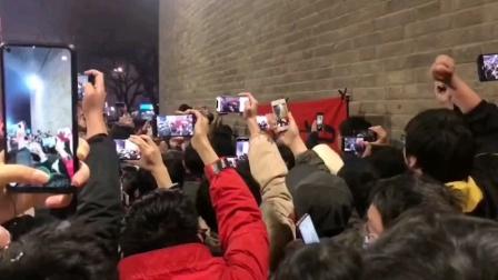 西安文昌门《国际歌》大合唱上了热搜