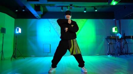 Zoe编舞王一博《我的世界守则》,我的舞蹈不退让