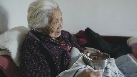 爷爷因新冠去世,我陪着康复后的奶奶重新生活