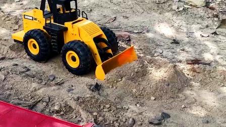 装载车自卸车运输泥土铺路真棒