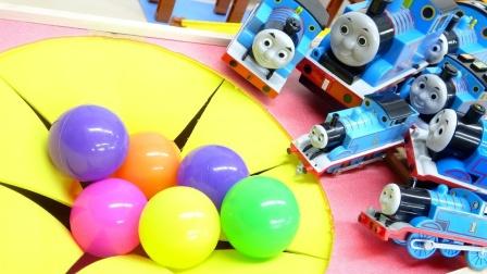托马斯小火车玩具故事:好奇怪!为何火车们都围绕在百宝箱前?