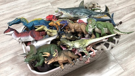 彩色的远古生物恐龙模型玩具