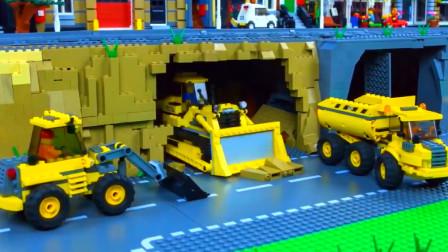 乐高挖掘机,挖掘机工程车辆为乐高玩具火车架起一座桥梁。