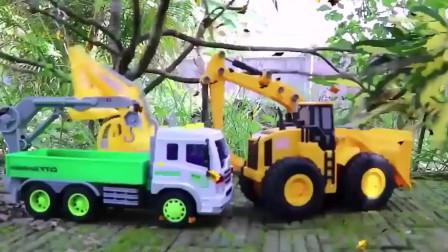 挖掘机玩具,挖掘机挖沙子,自卸车运沙子,儿童挖掘机玩具。