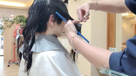 36岁女性长发不直不卷想年轻,到理发店直接剪超短,感觉变化好大