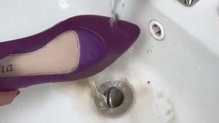 雨季快到了,果冻防水雨鞋可以准备了,防滑耐磨,穿上好看又舒服
