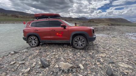 去西藏的路上,看到车友要掉河里啦!救援后一起露营做饭吃