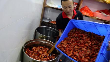 河南小伙武汉虾界称霸王,7钱龙虾10元一斤,一人干趴2000家,年流水上亿