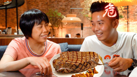 带妈妈去高级餐厅吃饭,看到上千元的账单她的反应是?