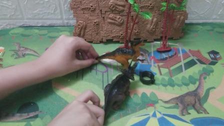恐龙开始学会魔法攻击了,两个恐龙都把奥特曼打走了