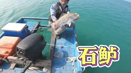 钓鱼,看鱼获在水面翻腾,真上瘾!