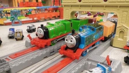 高层轨道大桥,好多辆托马斯运输煤炭货物