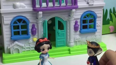 王后会带白雪旅游?