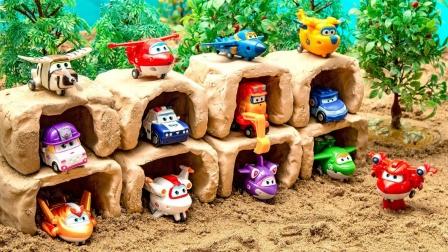 彩色超级飞侠和挖掘机玩具