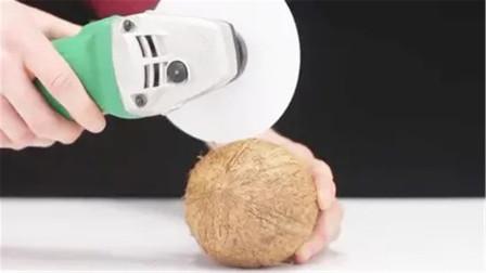 老外一张白纸加速到13000转,用来切椰子,这是什么样的场景?