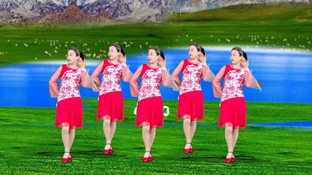 甜蜜情歌广场舞《远方的我在等着你》优美动听,句句走心,简单好看,附教学