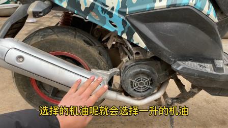 只用一个钢锯就能修好刹车不灵敏的摩托车?别不信试过后真的可以
