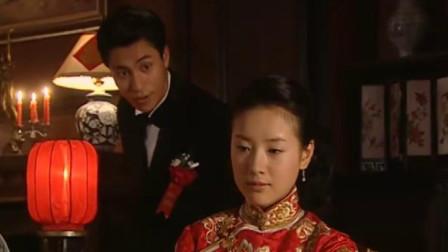 金粉世家:清秋在新婚夜格外的娇羞,满屋子的百合花,都不及她美