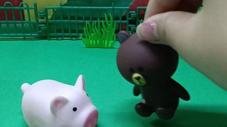 小猪正在大树上给小熊唱歌安慰它