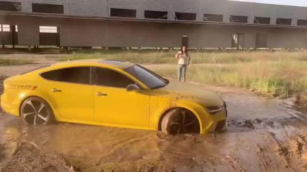 奥迪A7车主疯了吧,这一脚下去要磨损多钱,看着都心疼!